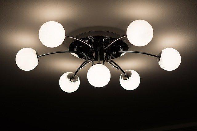 פתרונות תאורה יפים ופרקטיים באמצעות עיצובים בגבס